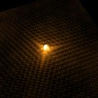 Berrikuntzak hidrogeno eta grafenozko iman atomikoen inguruan