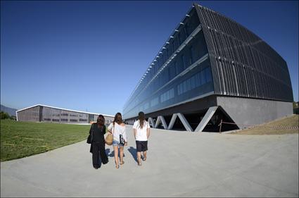 UPV/EHUren Irakasleen Unibertsitate Eskola berriak Leioako campusean ireki ditu ateak