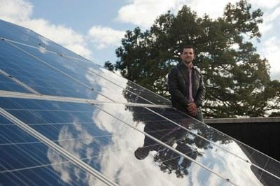 Sorgailu fotovoltaikoek etengabe potentzia maximoan jarduteko kontrol-sistema berria