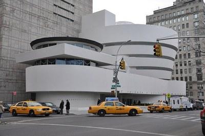Lau beka New Yorkeko Solomon R. Guggenheim Museum-en praktikak egiteko