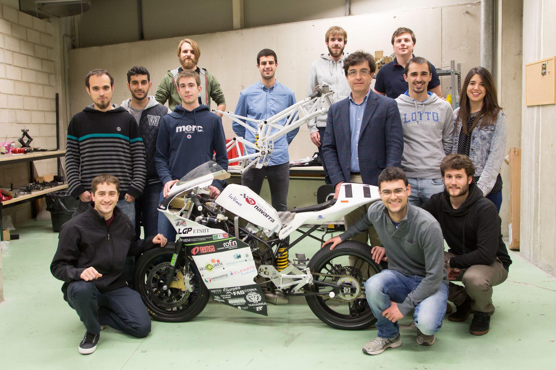 Lehiaketetarako moto profesional erabat elektriko bat sortu dute NUPeko ingeniaritza ikasleek
