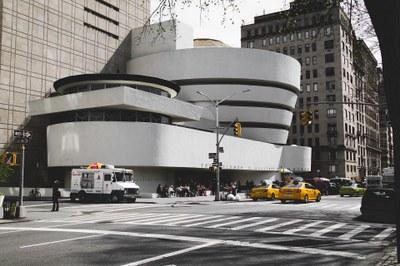 New Yorkeko Solomon R. Guggenheim Museum-en praktikak egiteko lau beka