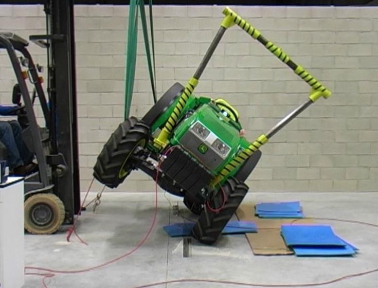 UPNA/NUPeko ikertzaileek sortutako traktoreak iraulketatik babesteko segurtasun arku baten prototipoa Biosystems aldizkariko artikulu onenaren sarirako izendatu dute