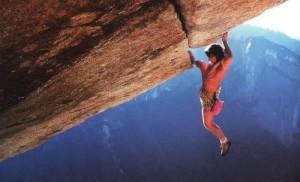 Wolfgang Gullich fluxu-egoeran: Separate Reality (5.11d, Yosemite) ibilbidea eskalatzen soka gabe, 1986an [argazkia: www.heinzzak.com].