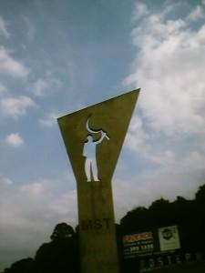 Lurrik gabeko landa langileen mugimendua: ekonomia solidarioaren erreferentea Brasilen eta munduan (iturria: http://eu.wikipedia.org/wiki/Lurrik_gabeko_landa_langileen_mugimendua).